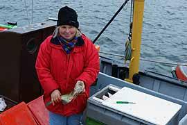 Fischerin im Hafen von Lübeck-Travemünde