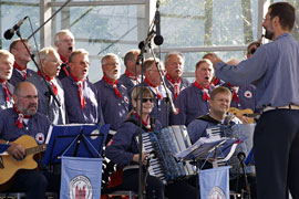 "Lübecker Shanty-Chor ""Möwenschiet"""