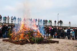 Tannenbaum verbrennen © TSNT