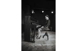 Julie Weißbach am Klavier