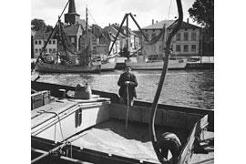 Fischer auf einem Kutter im Neustädter Hafen