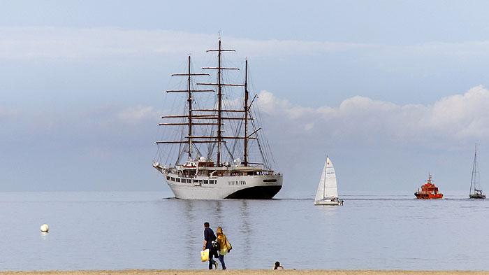 Der Großsegler Sea Cloud II beim Auslaufen vor Travemünde in der Lübecker Bucht © TraveMedia