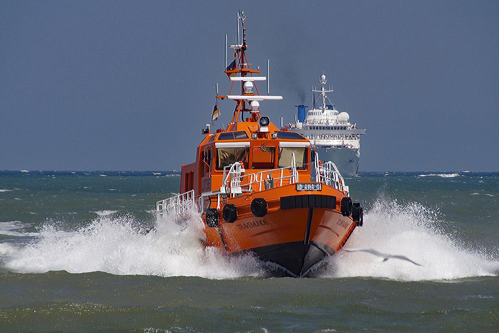 """Lotsenboot """"Travemünde """" nach Einsatz in Lübecker Bucht © TraveMedia"""