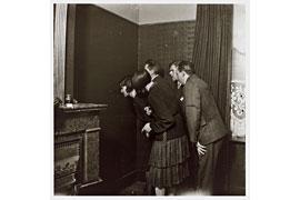Paul Nougé, Les spectateurs (La naissance de l'Objet), 1929-1930, Edition der griffelkunst, © VG Bild-Kunst, Bonn 2018