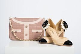 Tasche von Chanel 2001, Schuhe von Chanel 2003 © Sammlung Monika Gottlieb