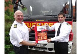 Feuerwehrchef Bernd Neumann (links) und sein Stellvertreter Thomas Köstler laden ein zum Tag der offenen Tür an der neuen Feuer- und Rettungswache 3