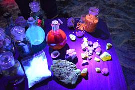 Leuchterscheinungen unter UV-Licht © GeoPark Nordisches Steinreich