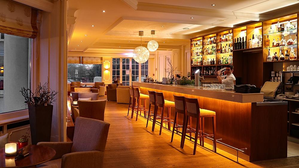 https://www.info-travemuende.de/wp-content/uploads/2019/05/009-09_atlantic-grand-hotel-travemuende-bar.jpg