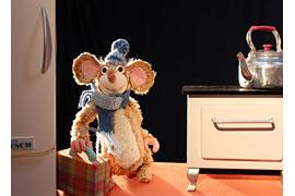 Maus mit ihrem Köfferchen - Figurentheater Wolkenschieber © Marc Lowitz