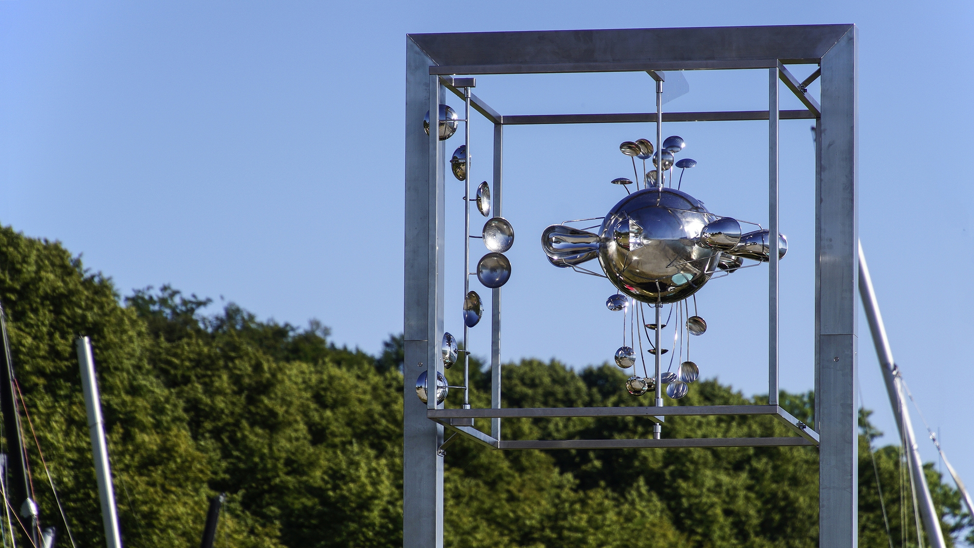 Kinetische Skulptur von Andreas Liebelt in Travemünde © TraveMedia