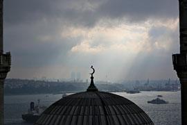 """Aus der Serie """"Balkon"""" Moschee © Orhan Pamuk, Steidl Verlag"""