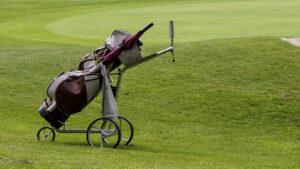 Golfwagen auf Green © TraveMedia