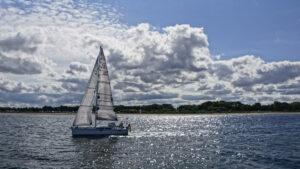 Segelboot an der Travemündung © TraveMedia