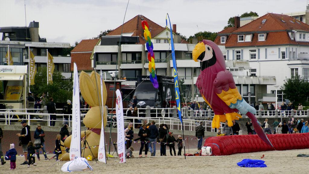 Vom Winde verweht – Travemünder Herbstdrachenfest 2021 © TraveMedia